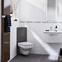 Компактное расположение проточного водонагревателя Clage DCX в ванной комнате