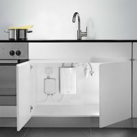 Установка проточного водонагревателя Clage CDX-U под кухонной раковиной